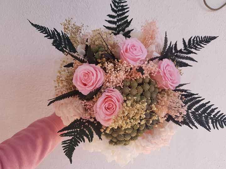 Ramo de novia con Hortensia ,rosas,paniculata broum y las bolitas que no recuerdo su nombre.