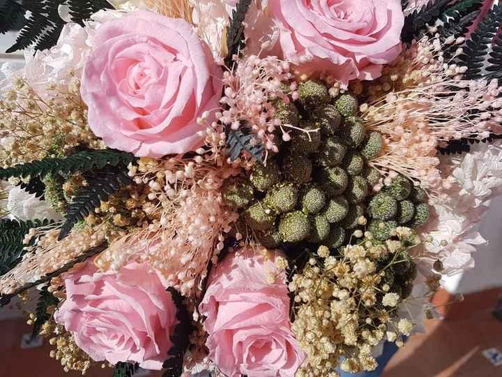 Ramo  hortensias ,rosas,helecho,paniculata,brunia verde grisaceo  y broom rosa