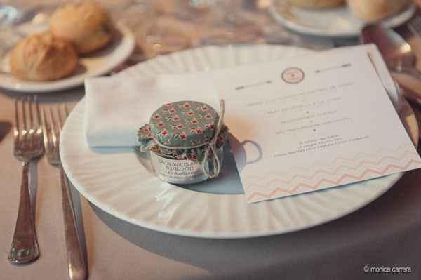 detalle de boda sobre la mesa.