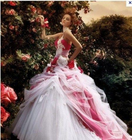 Alguien sabe de kién es este vestido???