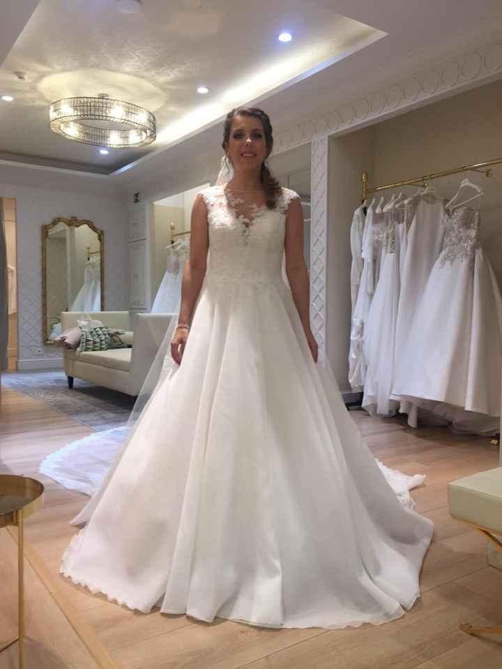 prueba final....el vestido es bonito, pero se cargaron las mangas y se nota la diferencia con el pri