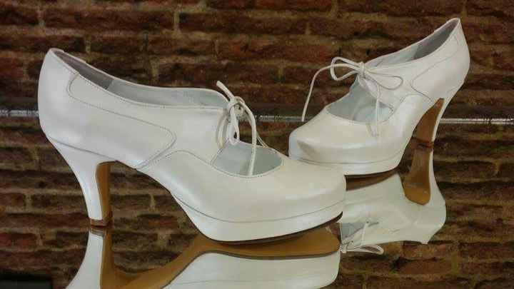 Zapatos plateados con punta redonda ? - 1