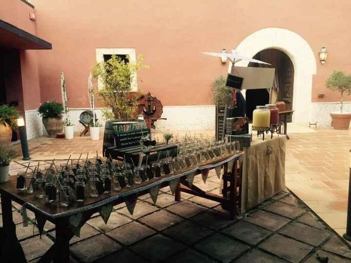 En la Masia, seating plan con dispensadores y tarros