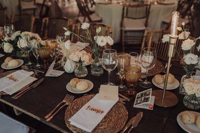 Nombre de invitados en las mesas 21