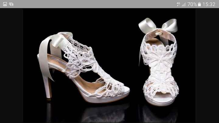 Que os gusta mas el zapato blanco o de color... - 1