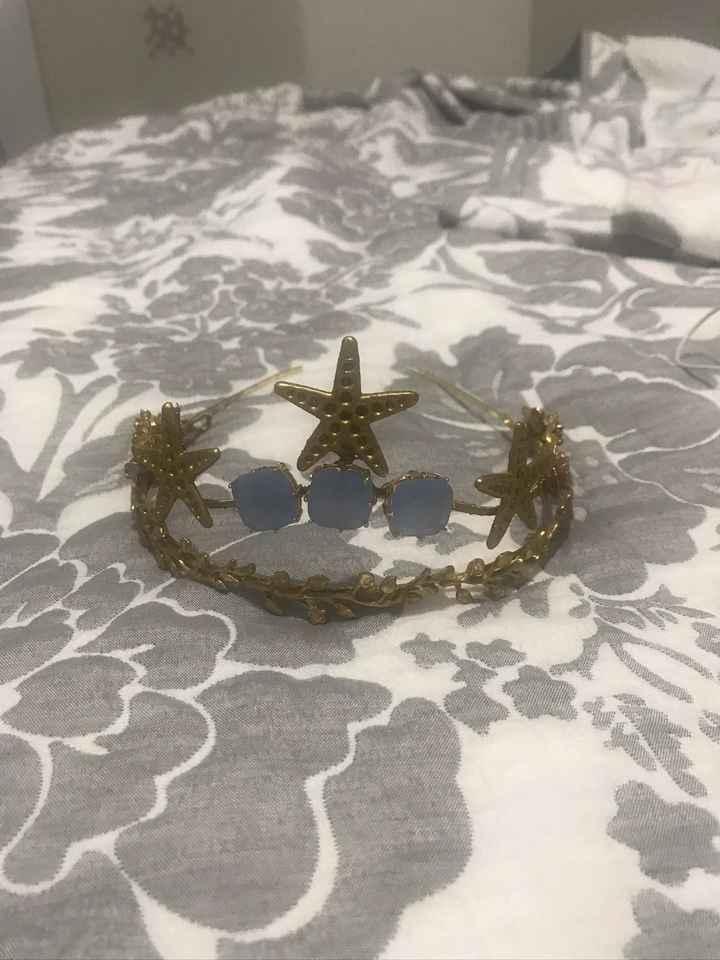 Peineta, tocado, tiara - 1