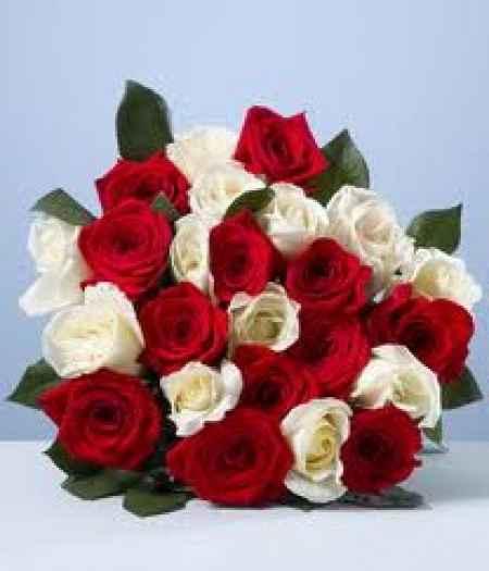 Ramo Rosas Rojas y Blancas 2