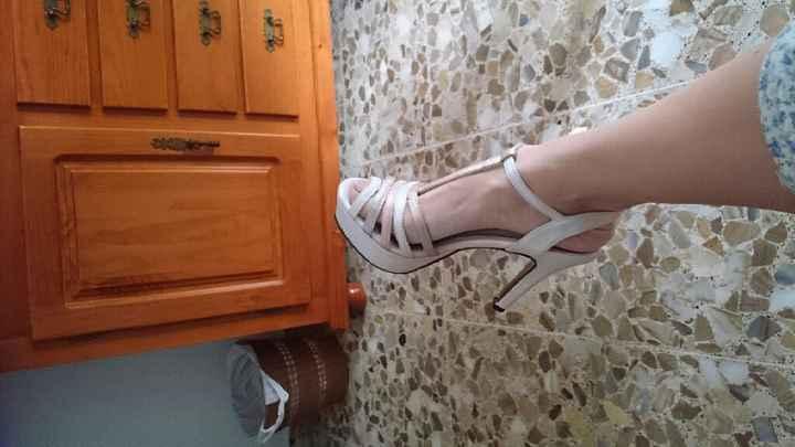 Zapatos, de no tener a tener dos... - 1