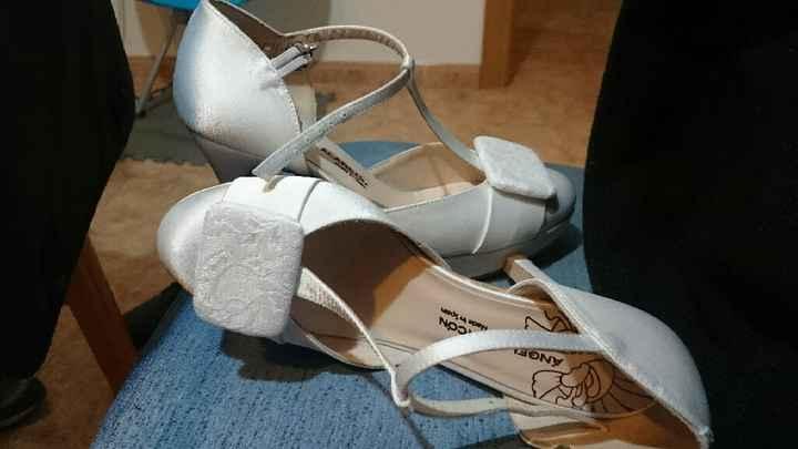 Zapatos, de no tener a tener dos... - 2