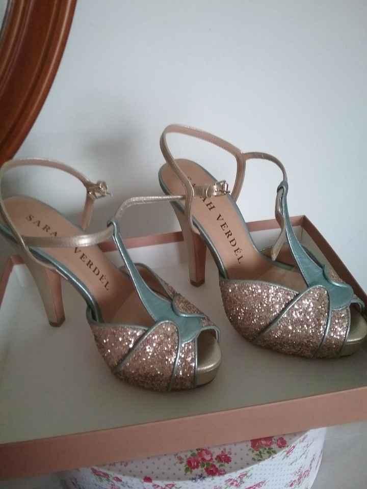 mis zapatos son estos