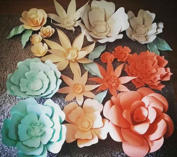 Letras gigantes y flores de papel - 1