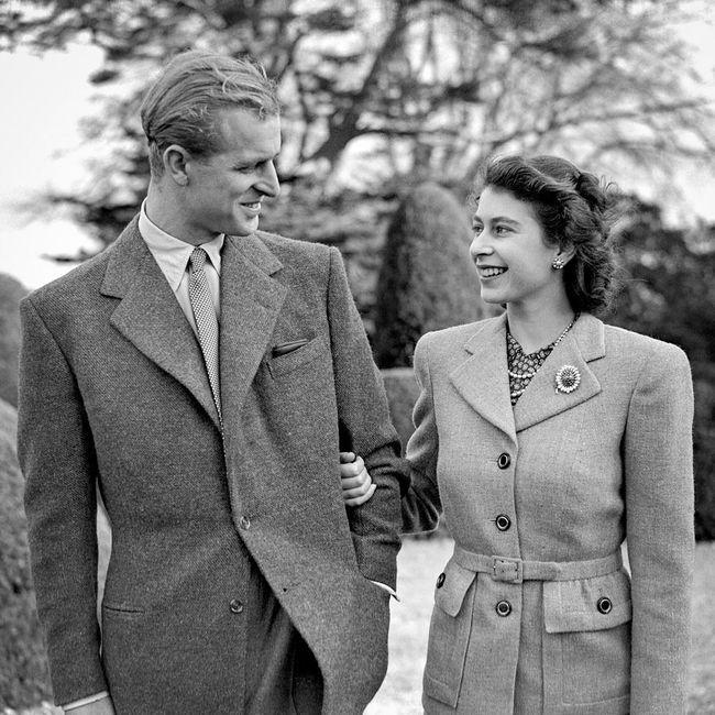 ¡La reina Isabell II y Felipe de Edimburgo celebran aniversario número 72! ❤️ 4