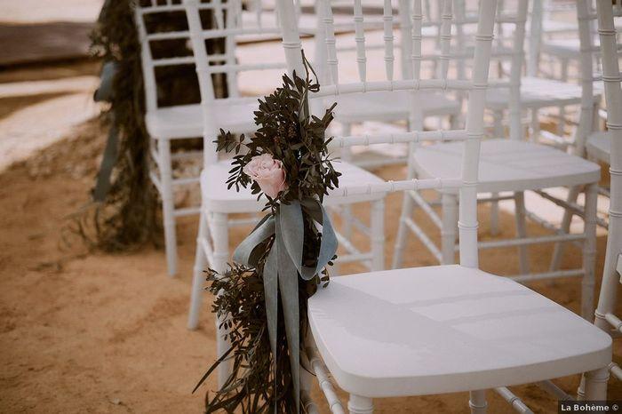 ¿Flores para las sillas de la ceremonia? 🌸 1