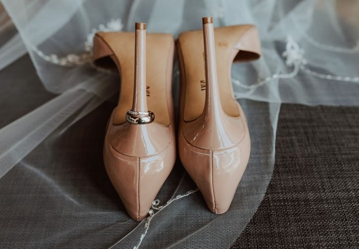 ¡Que levante la mano la que aguantará en tacones toda la boda! 😏 1