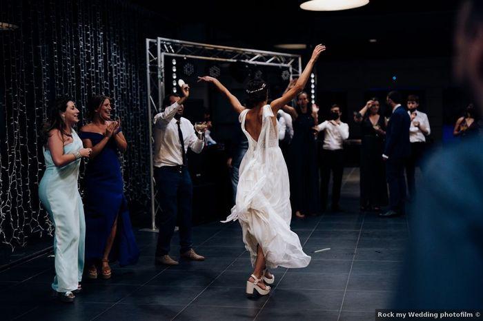 ¿Bailar pegados es bailar o mejor movidito?😏 1