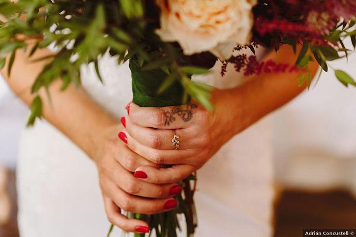 ¿En qué mano lleváis el anillo de compromiso? 💍 1