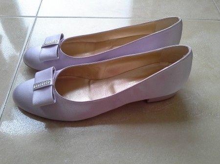 zapatos lila y con poquisimo tacon!!!