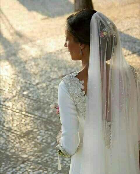 Sabe alguien de que diseñador/a es este vestido? - 1