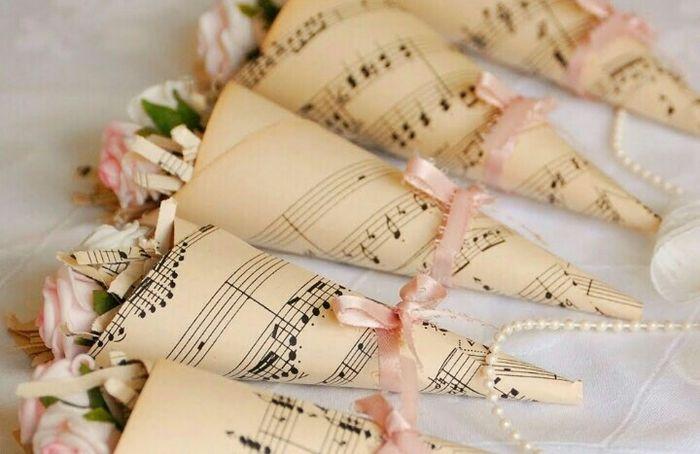 Conos con partituras - 1