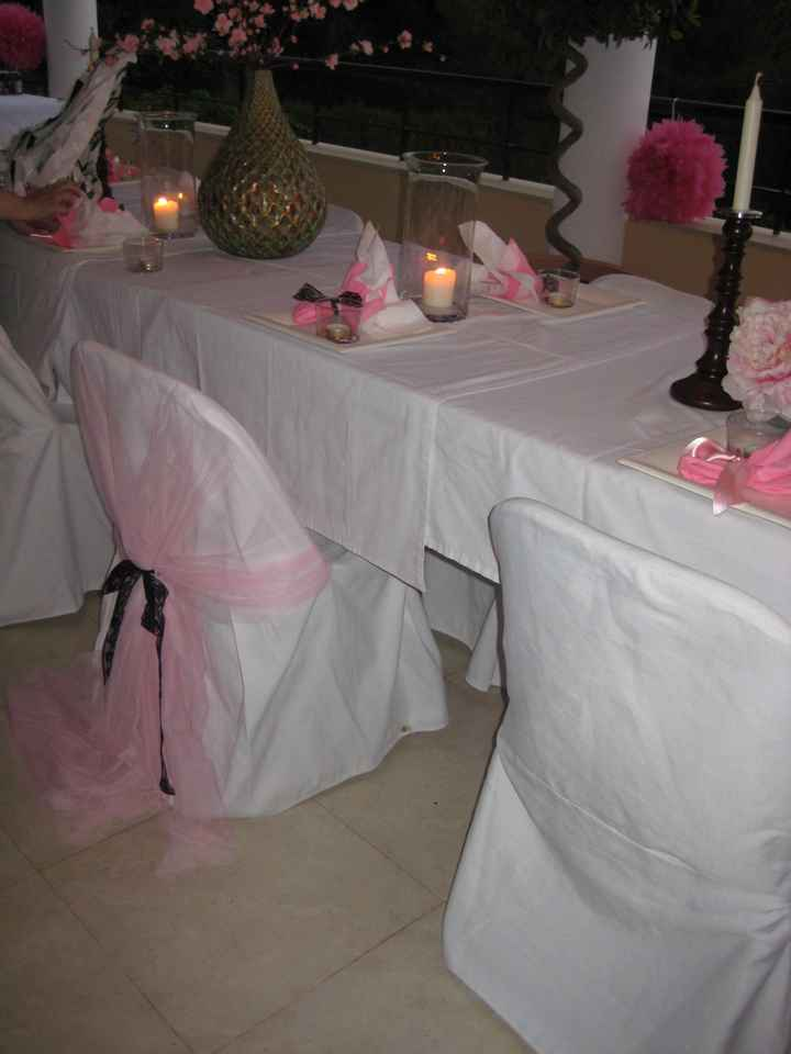 Mesa cena decorada y silla de la novia