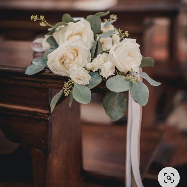 ¿Flores para las sillas de la ceremonia? 🌸 2