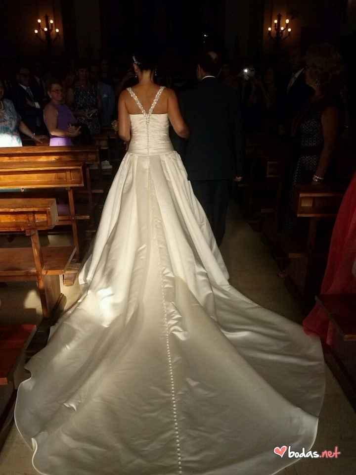 El vestido por detrás