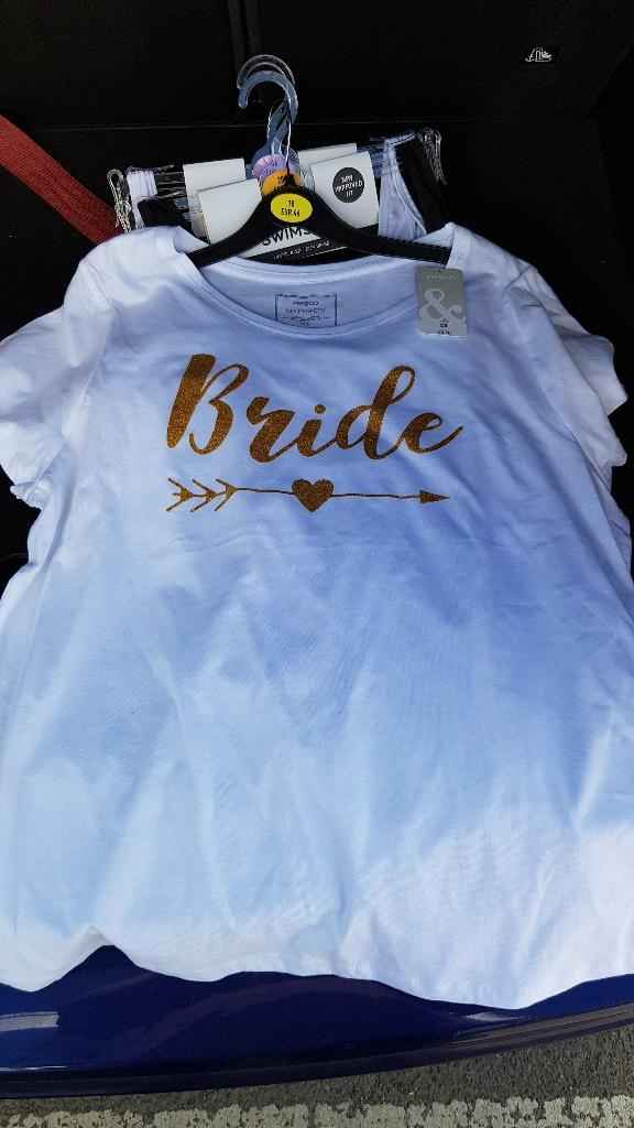 Camiseta Bride. 3 libras.