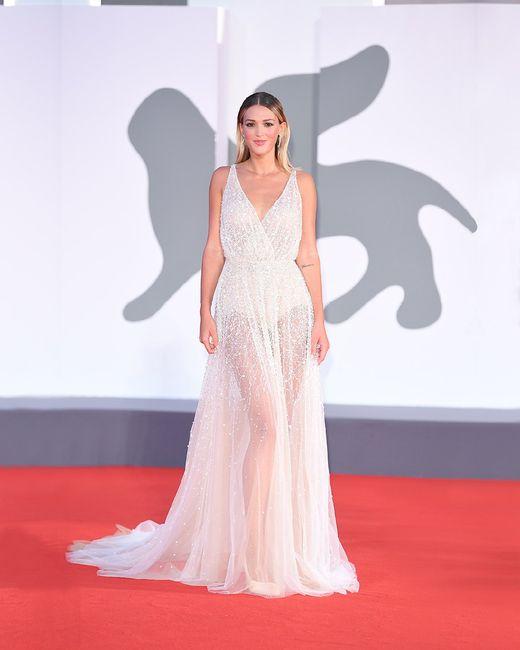 ¡Nicole Cavallo luce un vestido de su colección en el Festival de Cine de Venecia! 😍 1