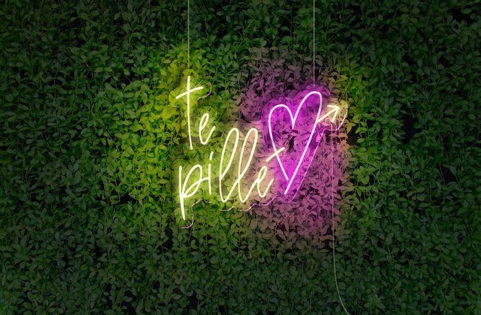 Esta frase con luces de neón te enamorará ❤️️👇 1