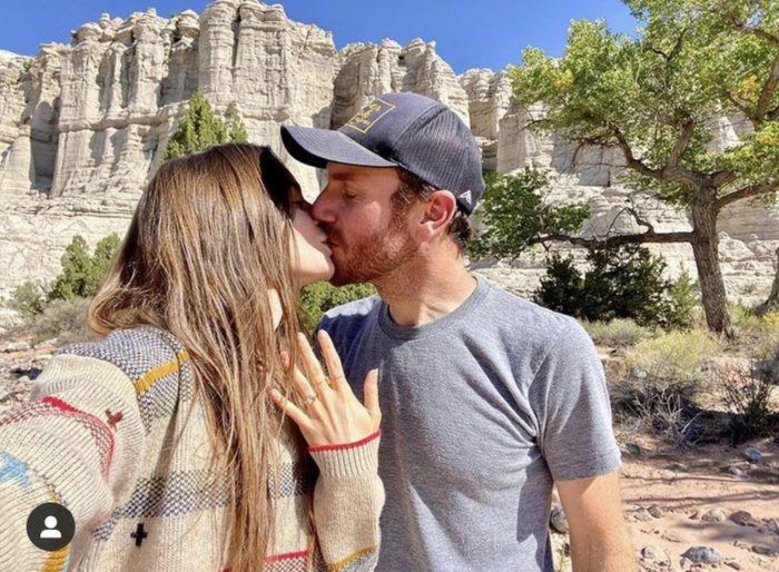 ¡Lily Collins y Charlie McDowell se han comprometido! 🥰️ 1