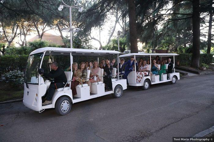 ¡Transporte original para tus invitados! 😂 1