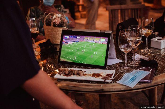 ¿Y si el día de tu boda hay un partido de fútbol importante? ️⚽️ 1
