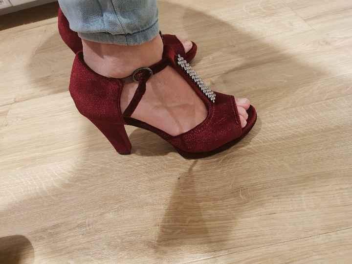 Mis preciosos zapatos color burdeos - 1