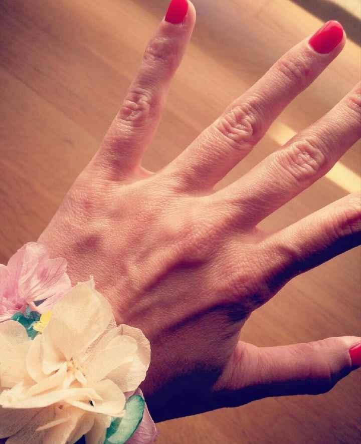 Uñas rojas para novia - 1
