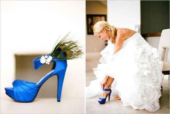 Novia con zapatos azules