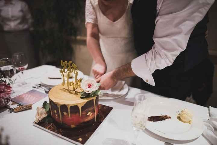 Nosotros solitos cortando la tarta