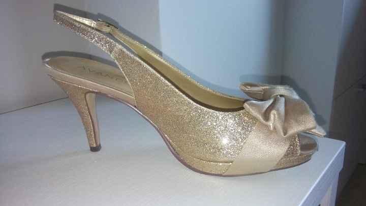 Mis zapatos de novia, los compre en la pagina de Menbur. Tienen no llega a 8cm y las de despues pasa