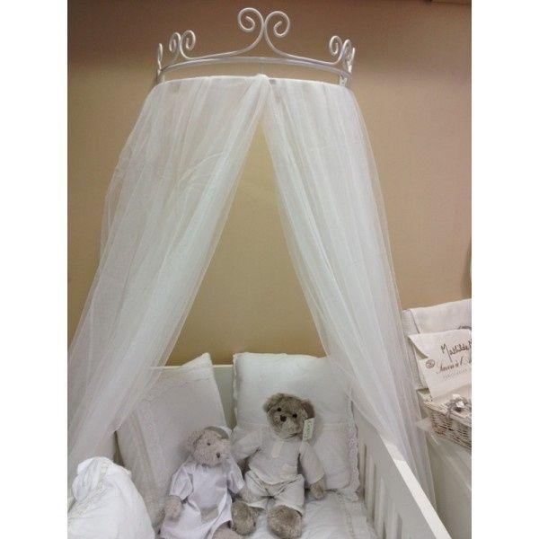 Hacer un dosel para una cuna de beb con un velo de novia for Como hacer una cama japonesa paso a paso