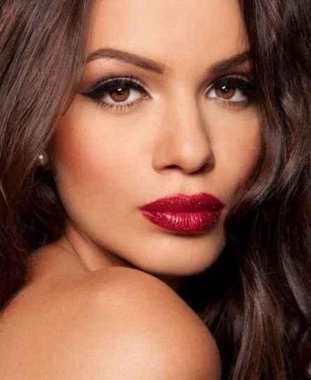 Inspiración maquillaje para labios rojos - 11