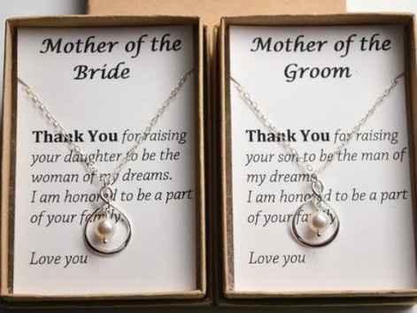 Una joya para las madres de la pareja