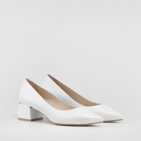 Zapatos planos o con muy poco tacón 12