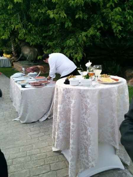 mesa alta en aperitivo