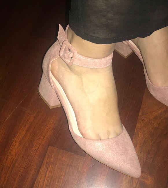 Zapatos planos o con muy poco tacón 19