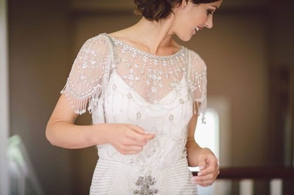 How To Embellish Simple Wedding Dresses: Novia Glamourosa