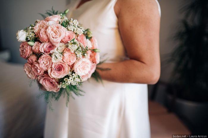¿Cuál de estas combinaciones rosas os gusta más para un ramo de novia? 🌸 2