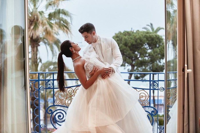 5 parejas famosas que han tenido 2 bodas espectaculares 💍 8