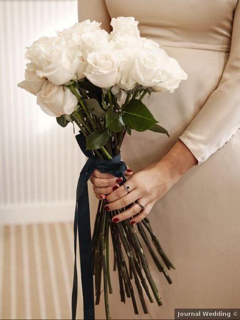 Ramo de rosas blancas con tallo largo, ¿las compras? 💐 1