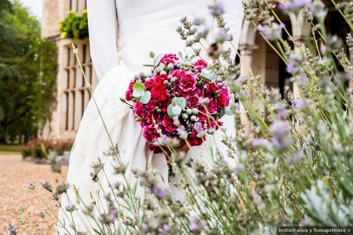 ¿Qué color no puede faltar en tu ramo de novia? 1