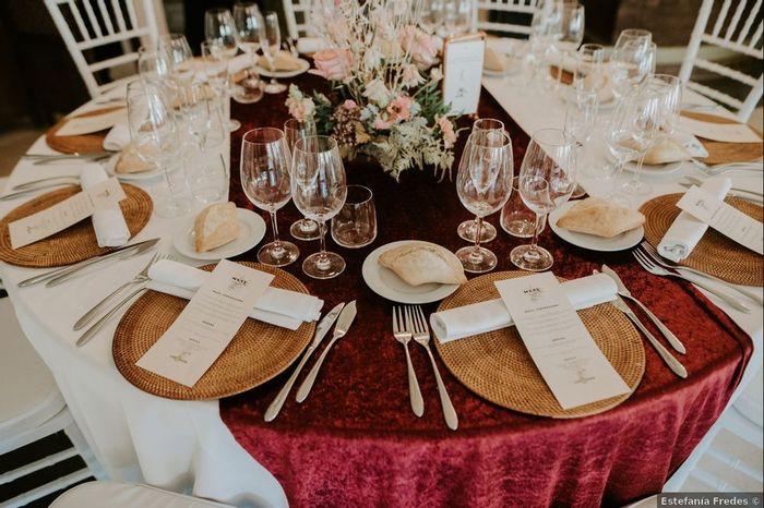 El color cobre como hilo conductor de la decoración de las mesas 🧡 1