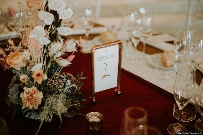 El color cobre como hilo conductor de la decoración de las mesas 🧡 2